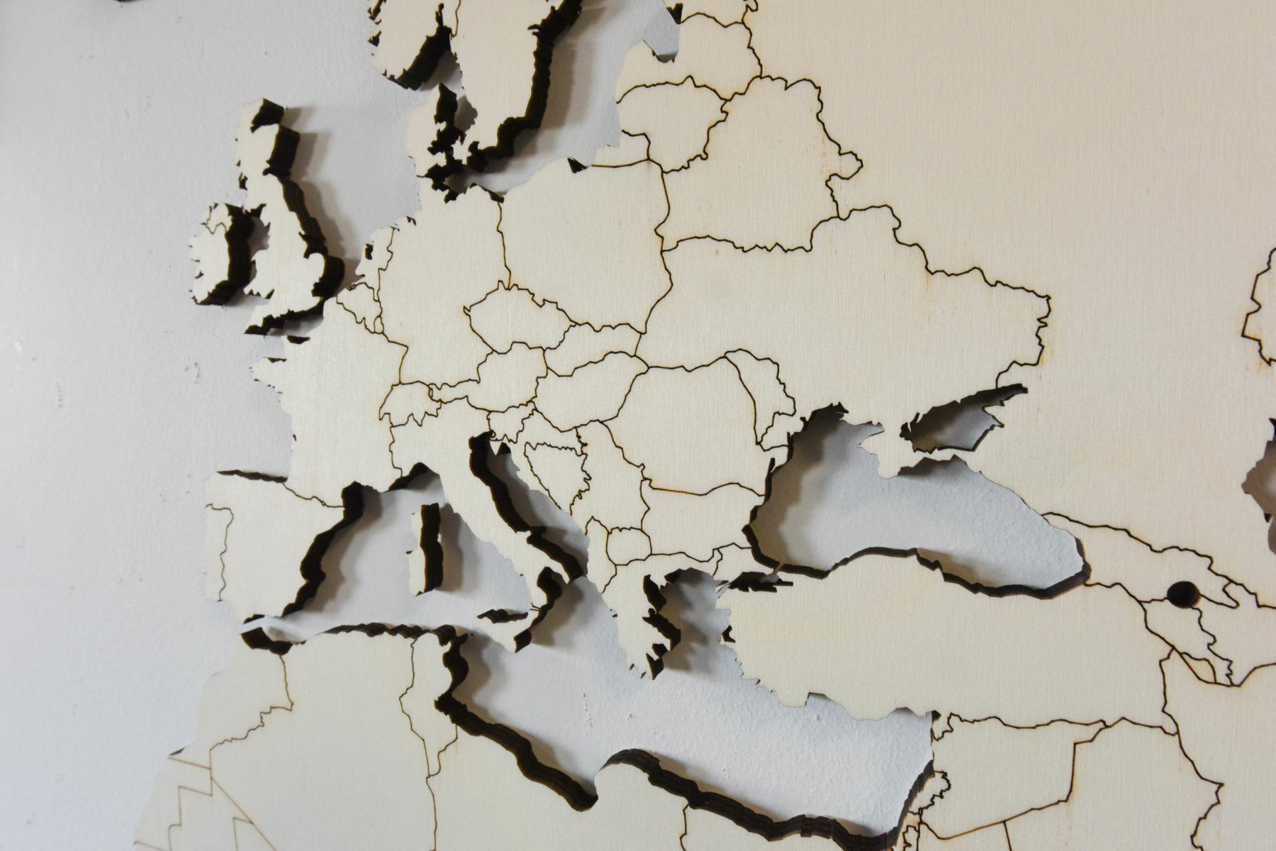 Populieren houten wereldkaart detail