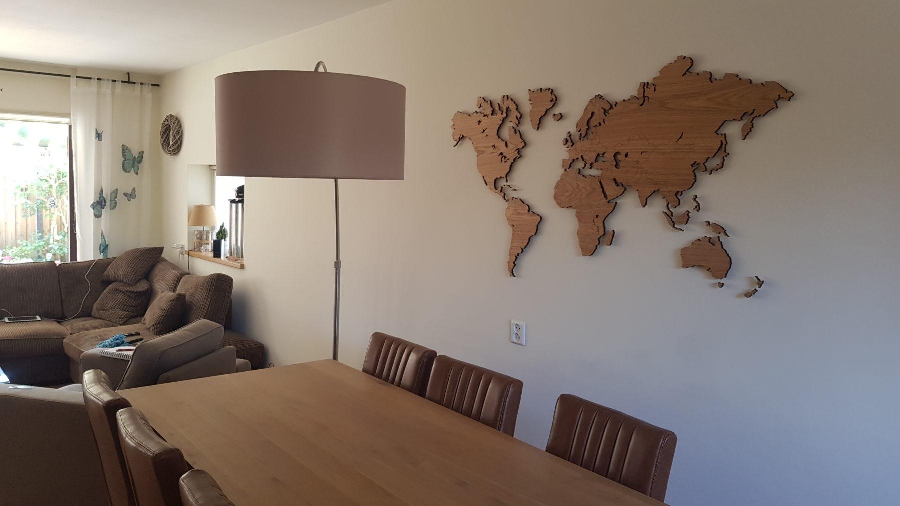 Eikenhouten wereldkaart