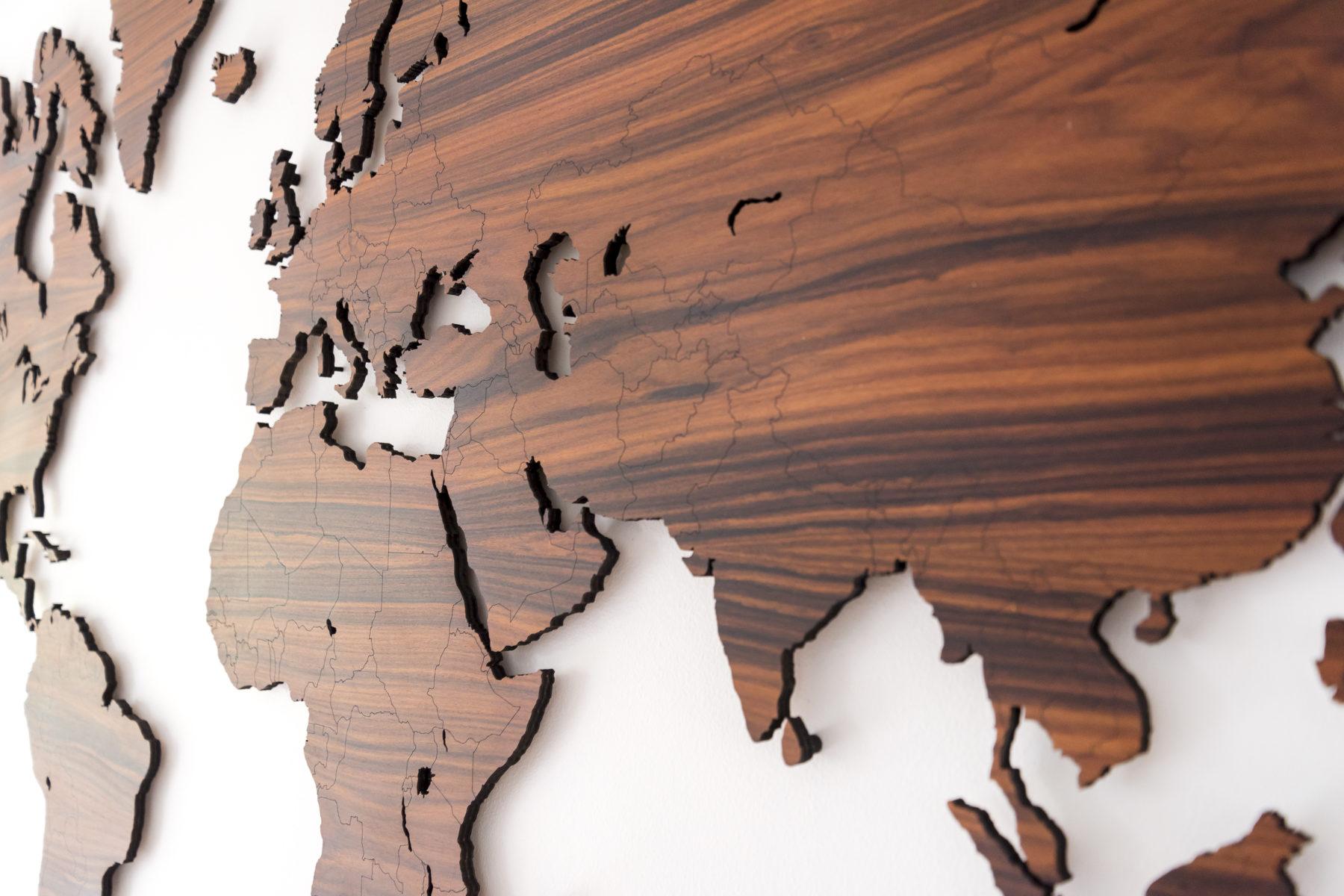 Houten wereldkaart palissander detail