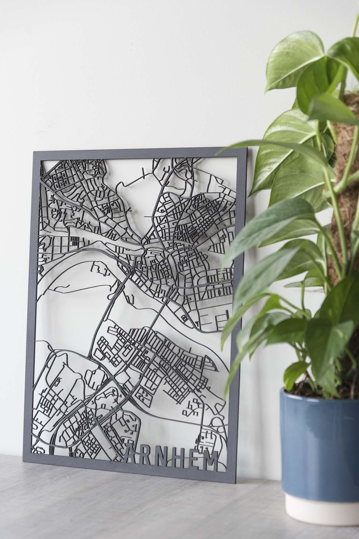 Houten stadskaart Arnhem zwart