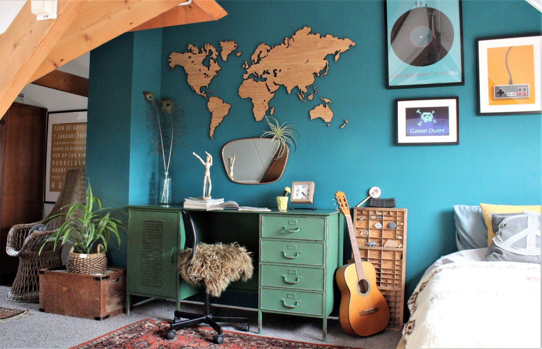 Wereldkaart eikenhout zwevend