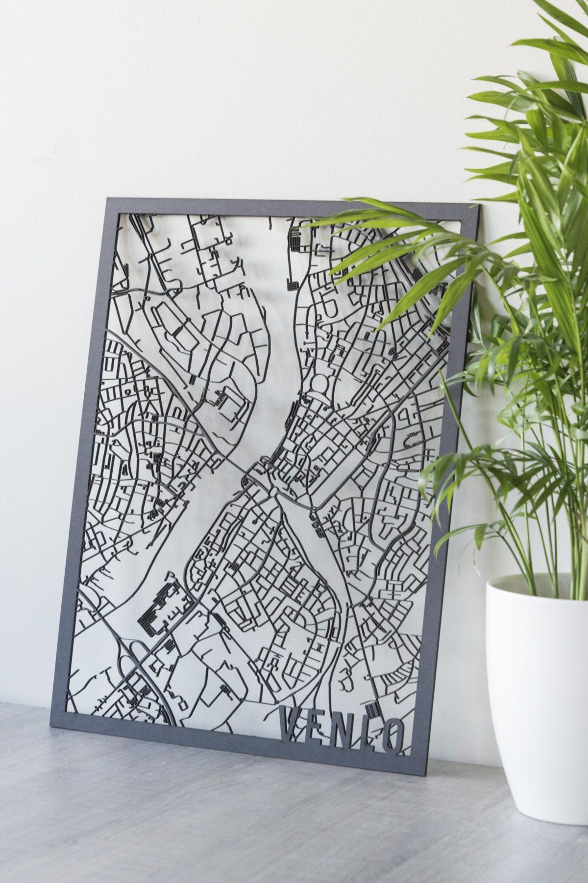 Houten stadskaart Venlo zwart