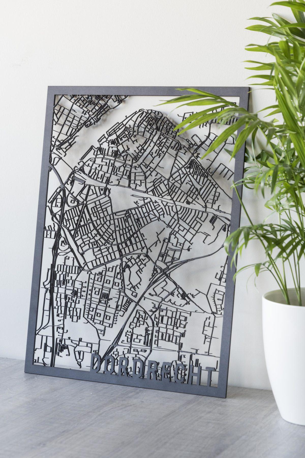 Houten stadskaart Dordrecht zwart