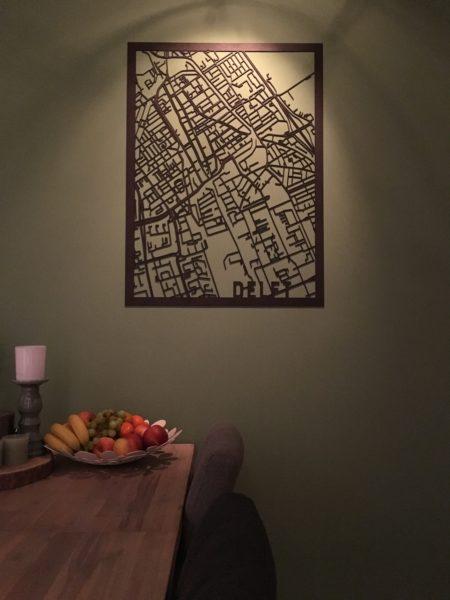 Houten stadskaart Delft zwart