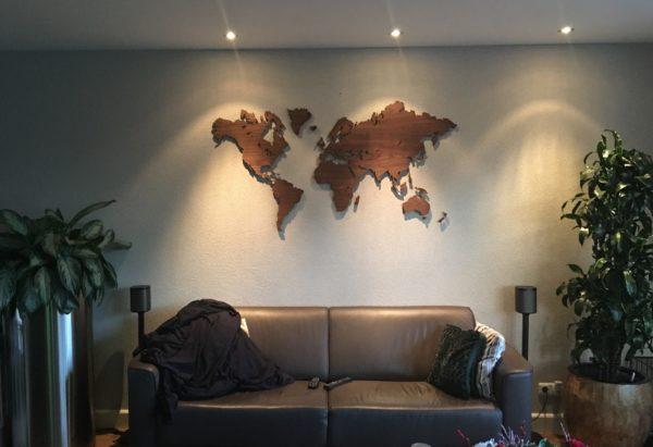 Wereldkaart noten hout